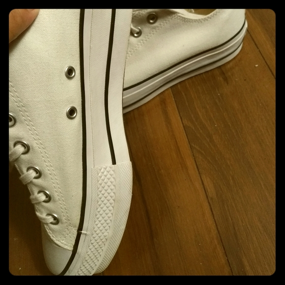 **on hold**White Converse platform sneakers